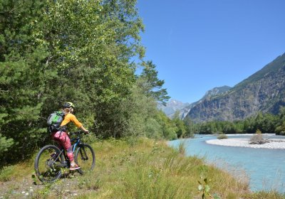 Around the Bourg d'Oisans plain by e-bike