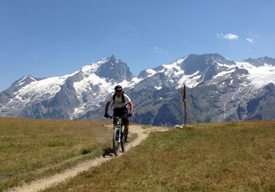 The Emparis Plateau by e-bike
