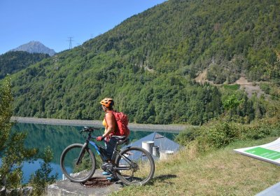 Around the Lac du Verney by e-bike from Oz-en-Oisans