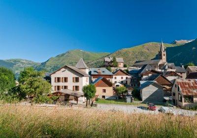 The villages of Les Deux Alpes by e-bike